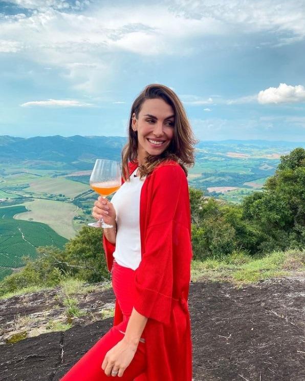 Esposa de Rodrigo Santoro gerou dúvidas de uma gravidez com esta foto