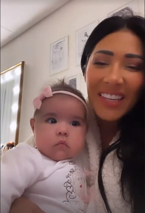 Simaria junto com a bebê Zaya
