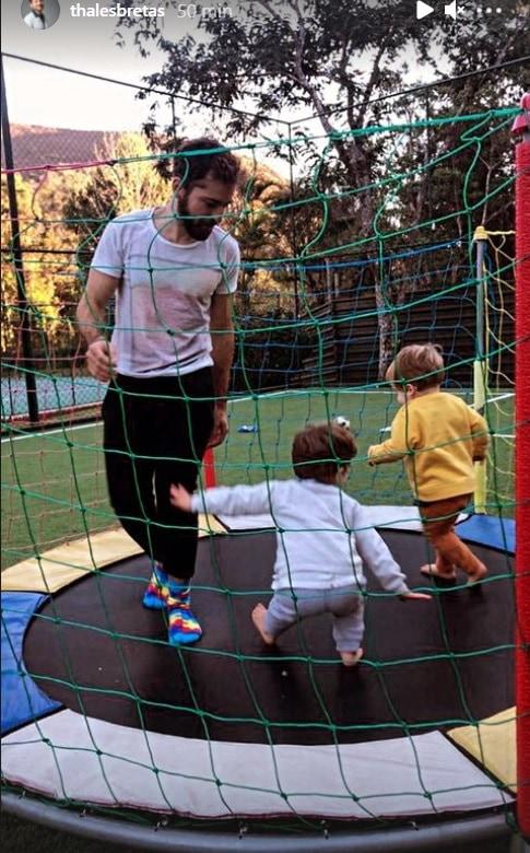 Thales Bretas e seus bebês com Paulo Gustavo