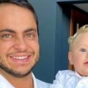 Thammy Miranda mostrou seu bebê no carrinho