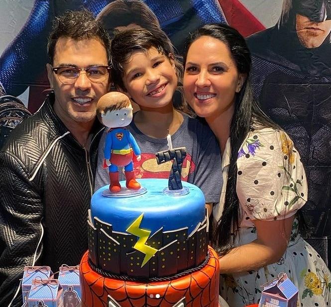 Zezé Di Camargo e Graciele Lacerda ao lado do filho de Wanessa