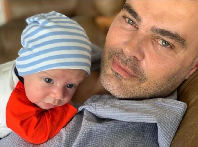 Carmo Dalla Vecchia junto com seu filho, o pequeno Pedro