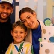Carol Dantas e Neymar celebrando o aniversário de Davi Lucca