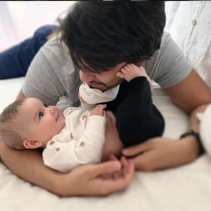 Nathalia Dill mostrando o marido junto com a filha