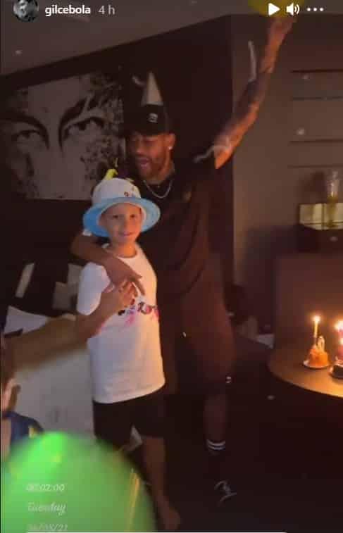Neymar no aniversário do filho na sua mansão