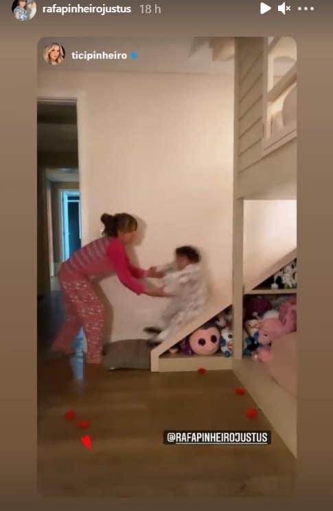 Rafaella Justus com a irmã em seu quarto encantador