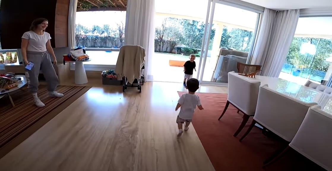 O bebê Jake na nova casa que mora com Sammy