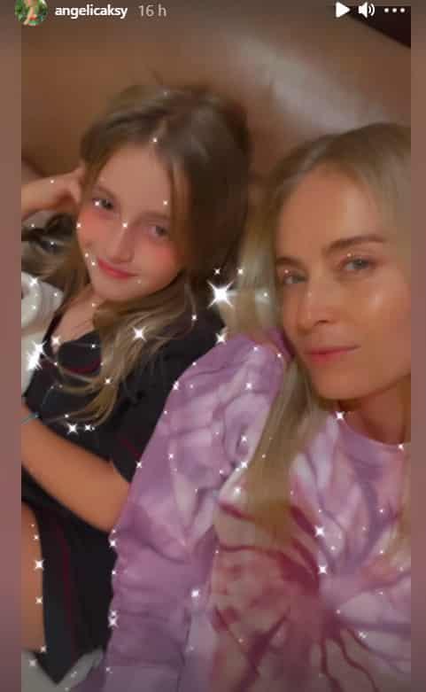 Angélica junto com a pequena Eva, sua filha mais nova
