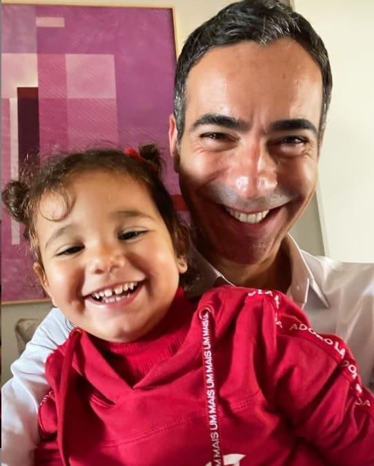 César Tralli com a pequena Manuella, sua filha com Ticiane Pinheiro