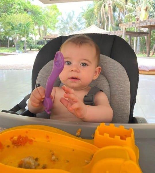 Lucas Lucco e Lorena Carvalho mostraram a reação do bebê experimentando papinha