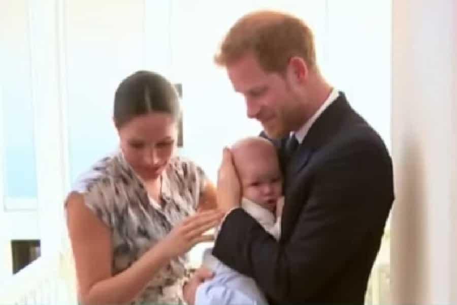 Meghan Markle junto com o príncipe Harry e o pequeno Archie