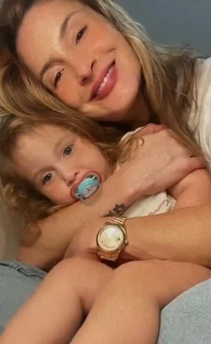 Claudia Leitte com a filha mais nova, Bela, de dois anos