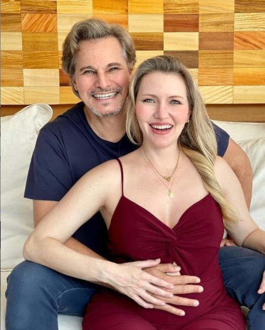 Edson Celulari e Karin Roepke estão no quinto mês da gestação