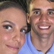 Ivete Sangalo e Daniel Cady fizeram rara aparição com suas gêmeas