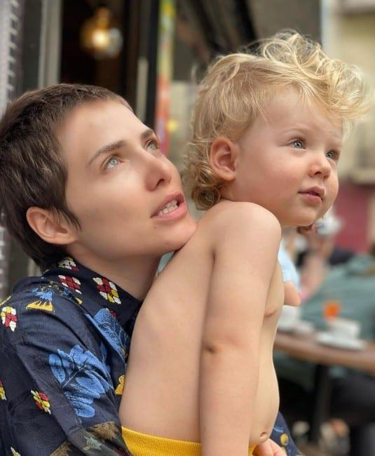 Muita gente achou Uri muito parecido com a mãe, a atriz Letícia Colin