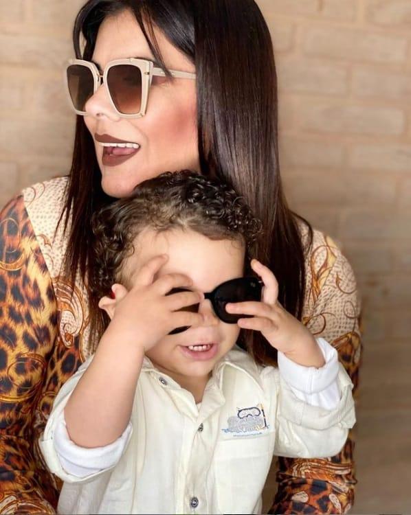 Mara Maravilha encantou ao mostrar o rosto de seu filho