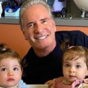 As gêmeas Chiara e Sienna, netas de Roberto Justus, adoraram o novo quarto