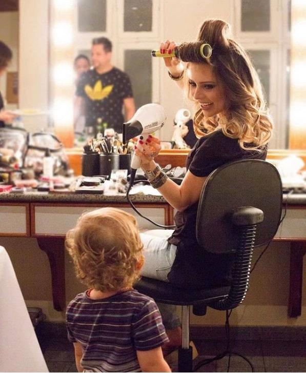 Sandy com o seu filho Theo quando ainda era bebê