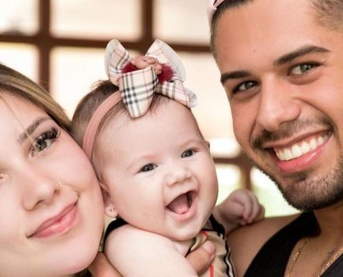Zé Felipe e a esposa Virgínia Fonseca estavam na Europa com a bebê
